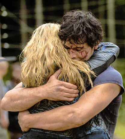 """The 100 -- """"Human Trials"""" -- Image: HU205B_0291 -- Pictured (L-R): Eliza Taylor as Clarke, Bob Morley as Bellamy and Marie Avgeropoulos as Octavia -- Photo: Cate Cameron/The CW -- © 2014 The CW Network, LLC. All Rights Reserved"""